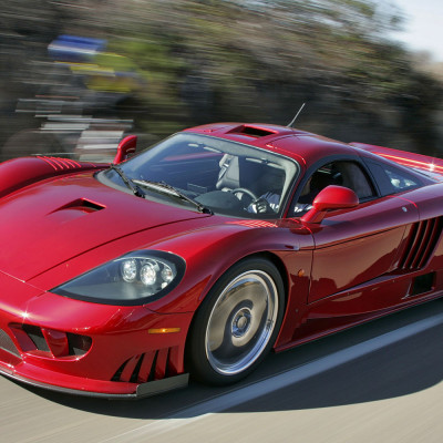 See the bicyclist? Saleen S7 photographed using a gyro image stabilizer